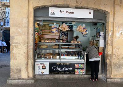 Puesto 055 – Panadería Eva María